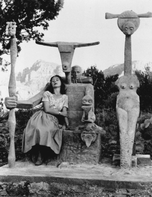 max-ernst and-dorothea-tanning-with-the-capricorne-sculpture-sedona-arizon, 1948