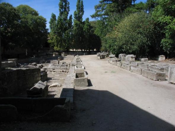 La necropoli degli Alyscamps ad Arles